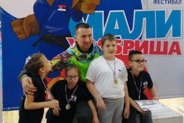 Тренер КК Пожаревац 92, Милош Панић, са храбришама